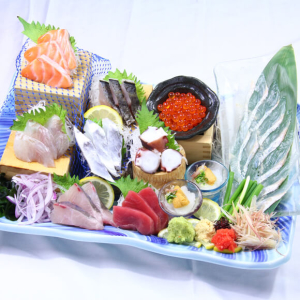 全国から厳選した食材と活魚をメインにした料理で、お客様に「感動の食体験」を提供