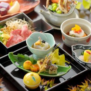 地元の食材を活かした四季折々のメニューを提供。あなたらしい、おもてなしでお客様をお迎えください