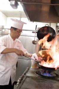 料理長は、中国・四川料理の巨匠 陳建民氏のもとで学び、数々の賞を受賞しているベテラン。