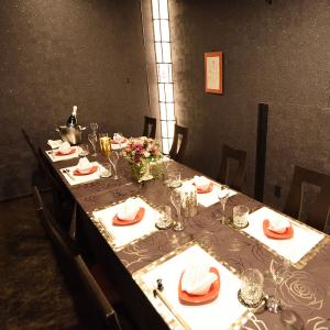 味はもちろん、空間づくりにもこだわり。大人な雰囲気が漂う個室も完備しています。