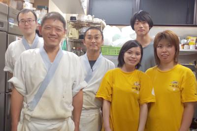 お店のスタッフの忘年会は家族も参加!長年勤めているスタッフも多く、仲の良い職場です!