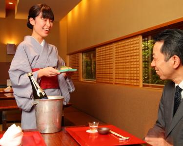 四季折々の旬食材を巧みに使い、和食の真髄を極めたお料理を提供しています。