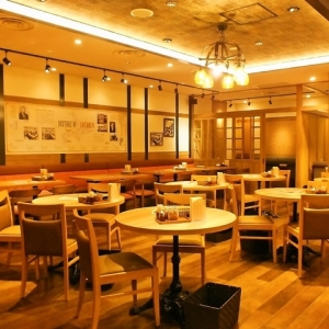JR大宮駅直結!北海道食材を使った伝統料理で人気の洋食バルで、ホールスタッフとしてご活躍を。