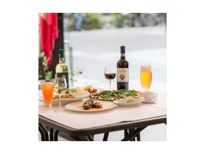 オーナー自らが本場イタリアで厳選したワインをご提供。ワインの知識も身につけることができます。
