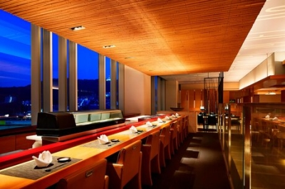 ホテル内日本料理店内の鉄板焼きを担当していただきます。