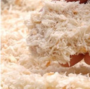 ふっくらやわらかく揚げることができる粗挽きの生パン粉を使用