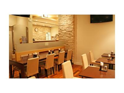 高級感あふれるサウナ内にあるカジュアルレストランです。