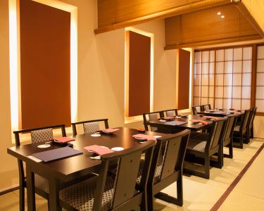 東京・銀座にある桜肉料理専門店と京料理店で、ホールスタッフ募集!