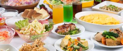 地元の食材を使った沖縄料理をはじめ、和・洋・中と幅広い料理を提供。