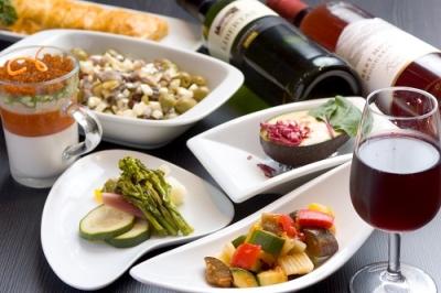 390BAR(サンキューバル)は2017年11月にオープンした、気軽にワインが楽しめるバル。