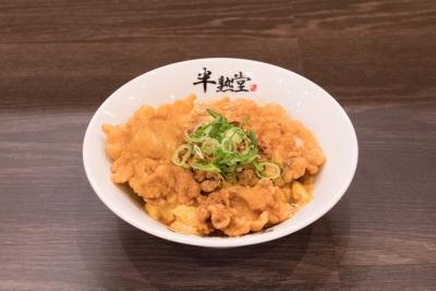 「半熟堂」は、「一輝」とテレビ番組でも取り上げられる中国料理「北京本店」とのコラボ店