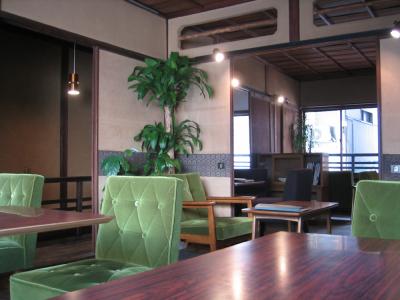 【珈琲ぶりこ】地元の方や観光客でにぎわう店内。レトロな雰囲気が好評を得ています。