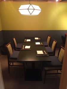 カウンター以外に個室もあり。それぞれのニーズに合ったサービスが魅力です。