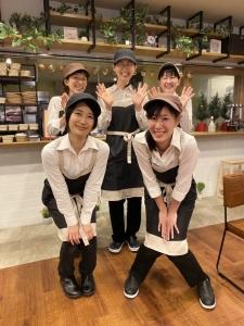 老人ホームに併設しているカフェで、接客や調理をお任せする新しいスタッフを募集!