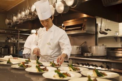 厚木・海老名・町田の3つのホテルで、洋食キッチンスタッフを募集♪月8日以上休みで働きやすさバツグン♪