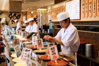目の前で職人が握る、本格回転寿司をリーズナブルに提供します。