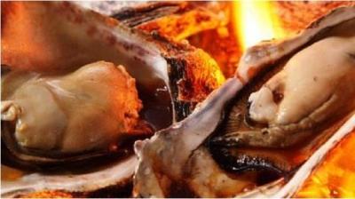 地元の漁師さん直伝の蒸し牡蠣や、焼き牡蠣、フライなどを手がけます!