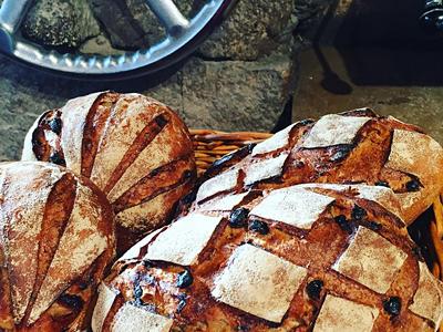 ヨーロッパスタイルのハード系食事パンをメイン提供するお店です