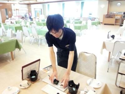 大自然に囲まれるリゾートホテル内のレストランで、ホールスタッフとしてご活躍ください。
