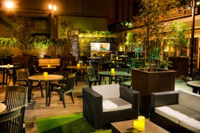 アレッタ宮崎山形屋店ではビア・ガーデン、ビュッフェでも内装にもこだわり、スタイリッシュな造りに。