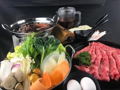 「宅配鍋」という新しいサービスをスタートしました。コンロ付きで、お店で食べるような状態でお届けします