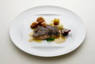 ソムリエとしてだけでなく、料理やサービスの知識とスキルも深められる環境です