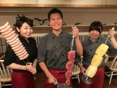 スタッフ同士のチームワークの良さが自慢です!まかないでおいしいお肉をたくさん食べられますよ☆彡