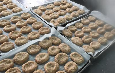 手作りの温かみのある食事をご提供しています。※画像は他施設の調理風景