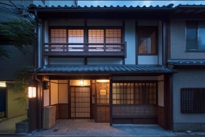 町家を改装した一棟貸し宿泊施設を運営。あなたには食を通して日本の素晴らしさを発信していただきます。