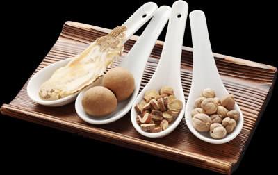 火鍋のスープには、数十種類の精選した漢方食材を使用。