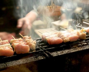 京都・祇園の白川エリアで4月にオープンしたばかりの焼鳥店です