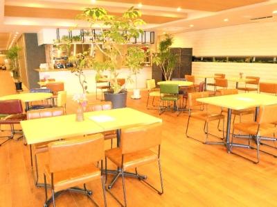 特別養護老人ホームに併設するカフェダイニング