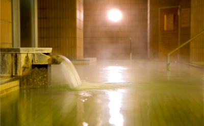 広々とした大浴場に、露天風呂、ジャグジーバス、水風呂、サウナルームなど、充実した温泉施設があります。
