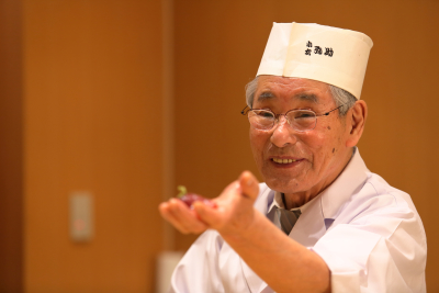 同業者からも絶賛される「小松 弥助」。伝説の寿司職人と謳われる職人のもとで未経験から始めませんか。