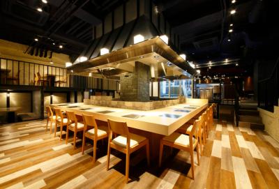 すすきの駅からすぐ。北海道や岩手産の地鶏を使った串料理と寿司をご提供するお店です