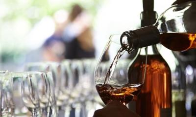ナパ・ヴァレーの高級ワインをご提供。大阪・梅田のモダンフレンチレストランで、ホールスタッフ募集!