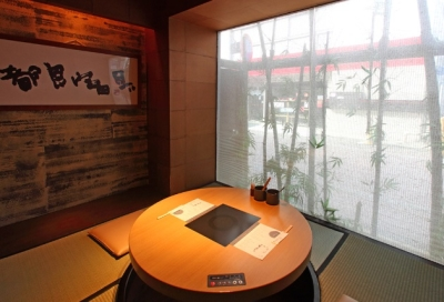 """【東京都23区外の各店舗】""""国産""""、""""高級""""、""""産地直送""""の3つにこだわった泳ぎとらふぐを使用するふぐ料亭、新鮮魚介が自慢の海鮮料理店を展開中です。"""