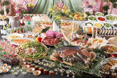 施設ごとに、地元の食材を使ったり、ご当地料理を提供したりと、食材と料理のバラエティは豊か。