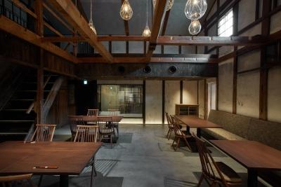 店内は30席。宿泊のお客様だけでなくコース専門のレストランとして営業します。
