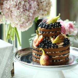 ウエディング会場で大きな役割を持つウエディングケーキ作り、および、デザートビュッフェのスイーツ作り!