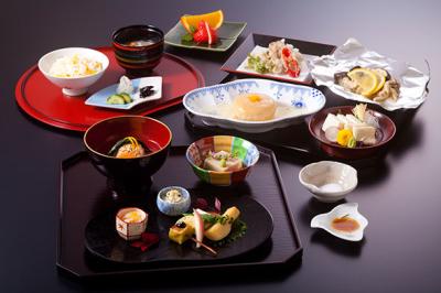 オーナーシェフが手がける料理が人気の京都旅館で、和食のワザをみがきませんか?
