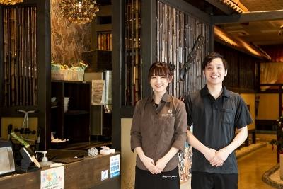 おしゃれなカフェレストラン3店舗と家系ラーメン2店舗でスタッフを募集します!