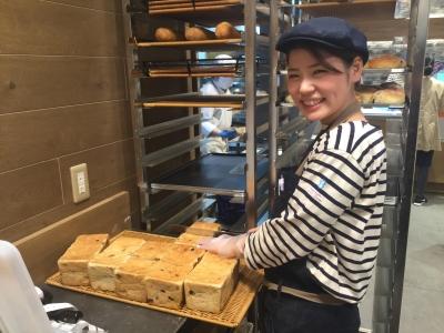 お店は、いつでも焼き立てパンのいい香りでいっぱいです。(画像は既存店です)