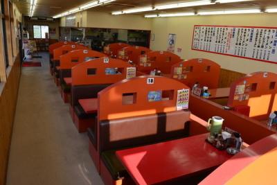 自社ブランドのラーメン店を、全国のロードサイドに展開しています。