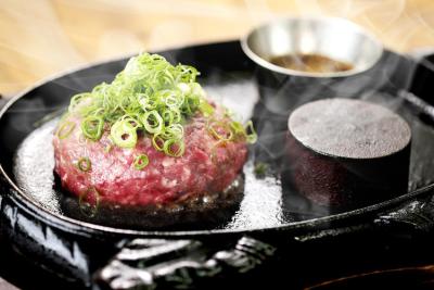 「焼肉 富士晃」の大人気ハンバーグはメディア紹介も多数