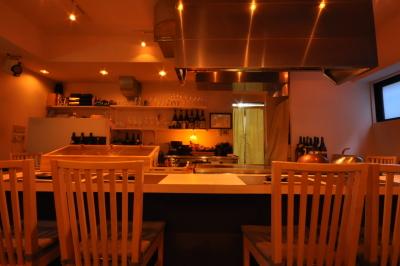 今秋、西麻布にオープンする鉄板焼き店で店舗スタッフの募集です。※画像は既存店