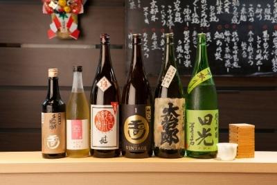 日本酒のラインナップにもこだわりあり。お料理に合う日本酒を、全国から取り揃えています。