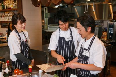 旅行や食事会など、他店のスタッフとコミュニケーションをとる機会が多く、みんな仲良し♪楽しく働けますよ