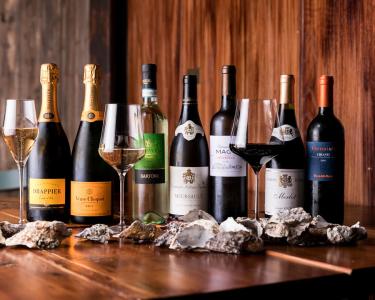 ソムリエ厳選のワイン中心に牡蠣の味を引き立てるドリンクでおもてなし☆