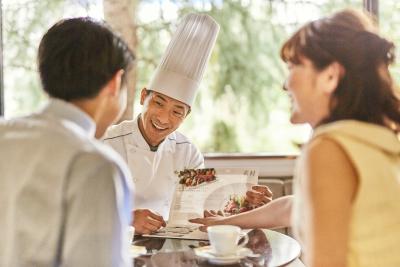 旬の食材を使用したフレンチスタイルの婚礼料理でおもてなししています